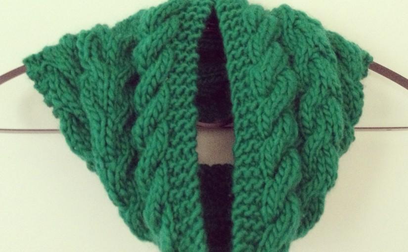 Snood multi-torsades vert (qui pique les yeux)