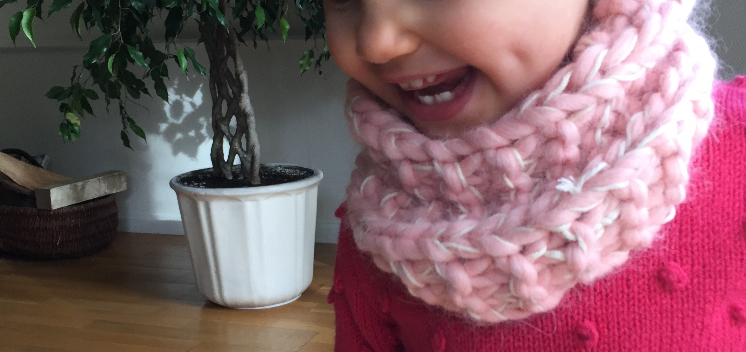 La version mini du snood vanille-fraise